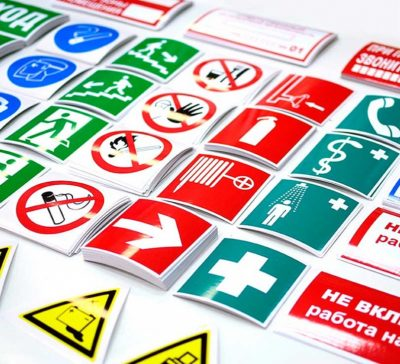 Знаки информационные, предупредительные